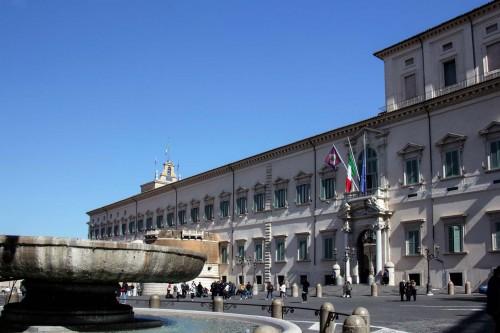 Palazzo del Quirinale - na pierwszym tle misa fontanny dei Dioscuri