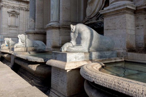 Fontana dell'Acqua Felice, ancient statues of lions, Piazza San Bernardo