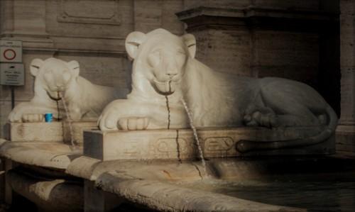 Fontana dell'Acqua Felice (Fontana del Mosè), ancient lions