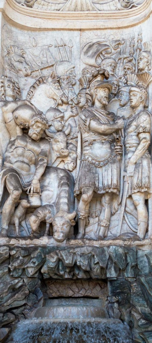 Fontana dell'Acqua Felice, one of the niches with a scene depicting Gideon with soldiers