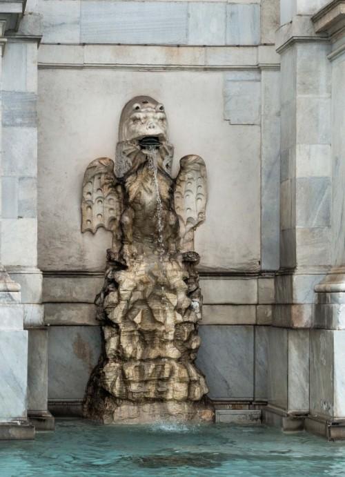 Fontana dell'Acqua Paola, jeden z dwóch bocznych odpływów w formie smoka, wzgórze Janikulum