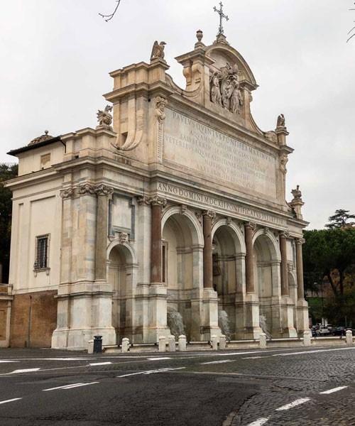 Fontana dell'Acqua Paola, widok boczny, wzgórze Janiculum (Gianicolo)