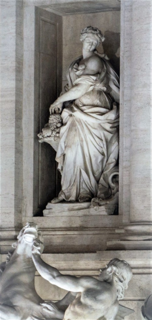 Fontana di Trevi, alegoria Obfitości