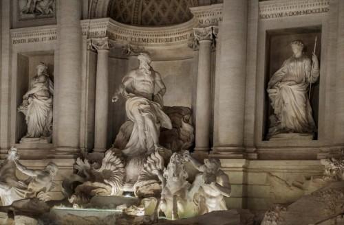 Fontana di Trevi, Okeanos i alegorie Obfitości i Zdrowia
