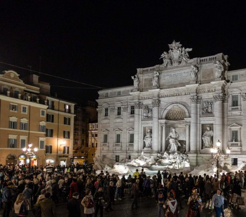 Fontana di Trevi, Piazza di Trevi