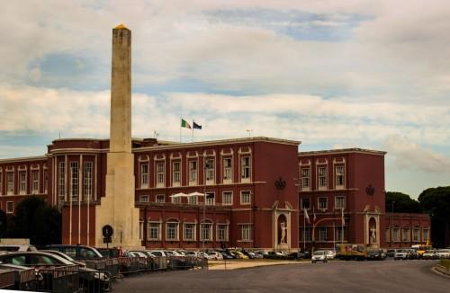 Foro Italico, the Mussolini Obelisk, in the background the building of the former Accademia di Educazione Fisica