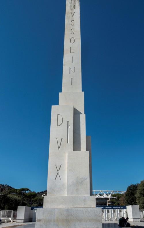 Foro Italico, obelisk poświęcony Mussoliniemu