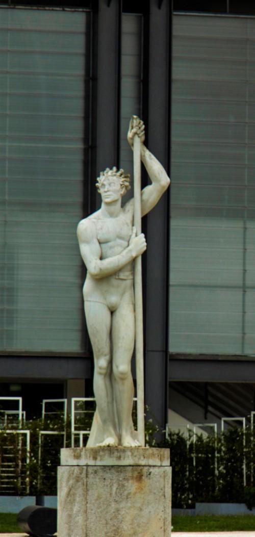 Foro Italico, posąg - dekoracja kortu tenisowego