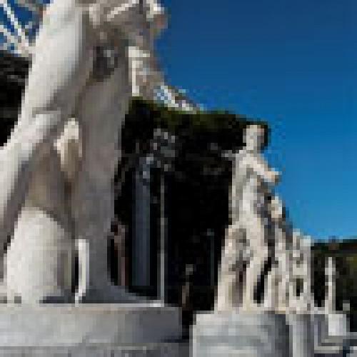 Foro Italico - posągi atletów zdobiące Stadio dei Marmi