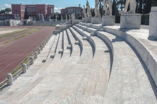 Foro Italico, Stadio dei Marmi, w tle pływania i siedziba włoskiego Komitetu Olimpijskiego (dawnej Accademia di Educazione Fisica)