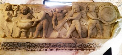 Fryz z przedstawieniem Erotów ze świątyni Wenus Genetrix, Museo dei Fori Imperiali, zdj. Wikipedia, autor Carole Raddato