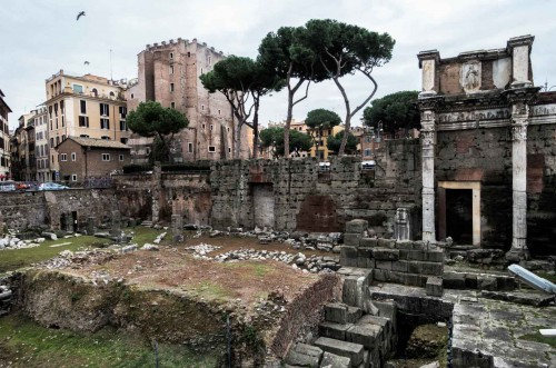 Forum of Nerva, in the background via Cavour