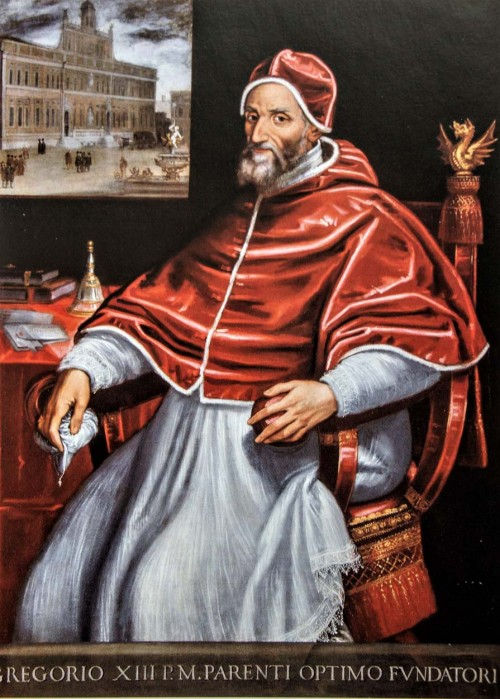 Portret papieża Grzegorza XIII, malarz nieznany, w tle dzieło papieża - Gregoriana