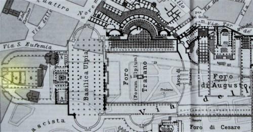 Widok dawnych forów, na lewo (na żółto) - świątynia Trajana