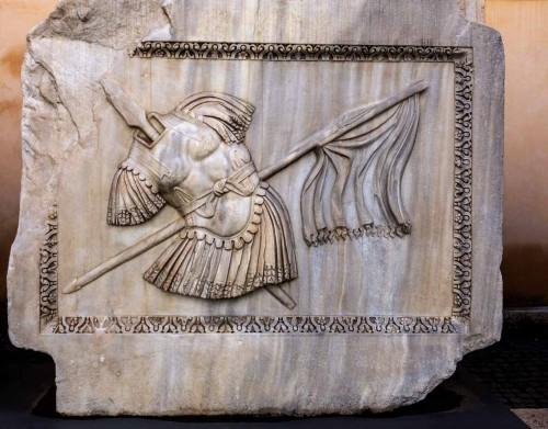 Hadrianeum, płyta z trofeami, Musei Capitolini