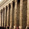 Dzisiejszy widok - zachowana część świątyni Hadriana zintegrowana z budynkiem Giełdy i Izby Handlowej
