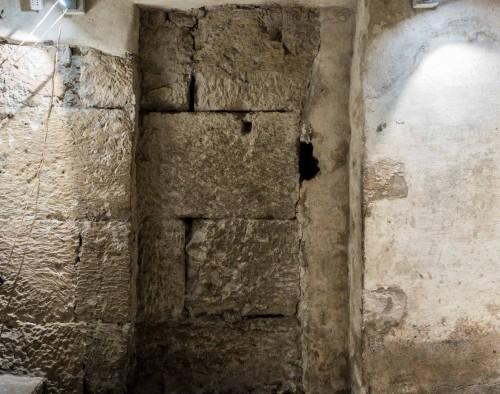 Podziemia kościoła Santa Maria in Cosmedin, pozostałości muru dawnego ołtarza Ara Maxima