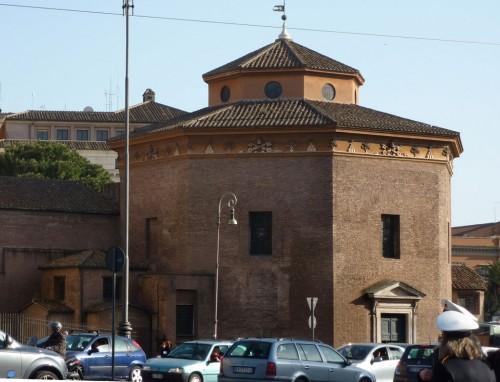 Baptysterium San Giovanni in Laterano, budowla z V w., po lewej dobudowana przez Hilarego kaplica św. Jana Ewangelisty
